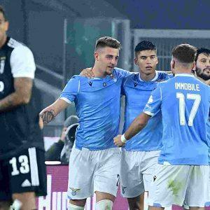 Lazio-Juventus 3-1, prima sconfitta per Sarri: fallito il sorpasso all'Inter