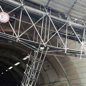 Napoli, crolla pilone dell'impalcatura: chiusa la Galleria Vittoria