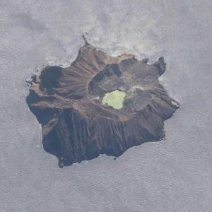 """Vulcano Whakaari, macello di turisti: esplosione e colata. La Polizia: """"Nessun segno di vita"""""""