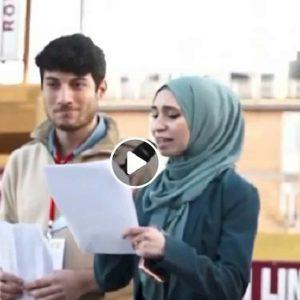 """Nibras Asfa, sardina con hijab a San Giovanni. Centrodestra: """"E' vicina ad Hamas"""""""
