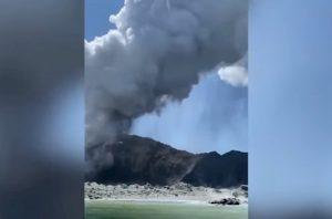 Nuova Zelanda, turisti sorpresi da eruzione vulcano Whakaari: un morto, altri dispersi