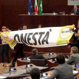 Ladri tutti e gente ha sempre ragione: mamma e papà di chi schifa democrazia italiana