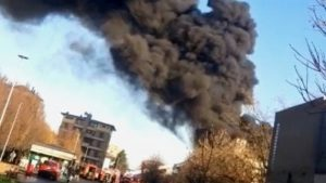 Parma, scoppia un incendio in una scuola durante i lavori di ristrutturazione: classi sgomberate