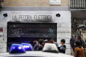 Pecora Elettrica, annuncio su Fb: Non riapriremo dopo rogo doloso a Roma