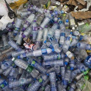 Plastic tax approvata, ma scende a 45 cent al kg. Sugar tax slitta a ottobre