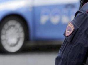 Forlì, guidava contromano senza patente e assicurazione. Multa da 6 mila euro