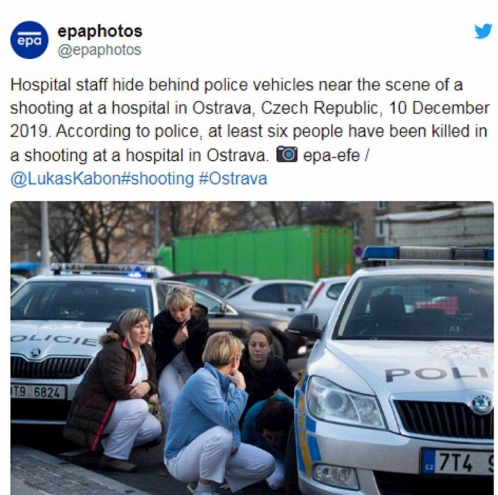 polizia fuori ospedale repubblica ceca