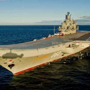 Russia, incendio sulla portaerei Ammiraglio Kuznetsov: un marinaio disperso VIDEO