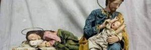 Papa Francesco su Instagram posta foto di un presepe moderno: è Giuseppe a cullare Gesù