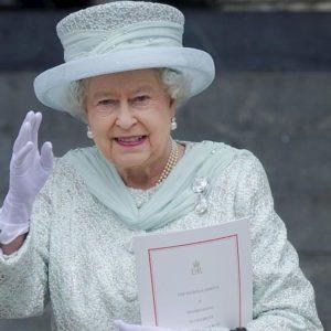 """Natale, gli auguri della regina Elisabetta: """"E' stato un anno accidentato"""""""