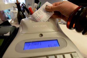 Scontrini negozi e bar: un milione e mezzo i registratori di cassa da cambiare