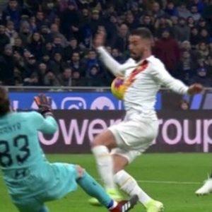 Inter-Roma, braccio di Spinazzola su tiro di Lautaro: ecco perché non è rigore