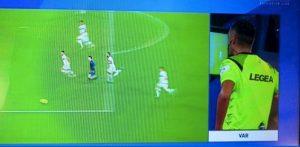 Napoli-Parma, rigore su Zielinski trasformato in punizione: ecco perché