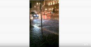 Piazza della Repubblica allagata, via Nazionale diventa un fiume