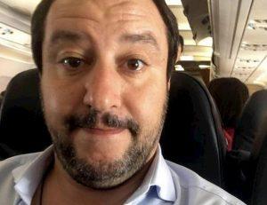 Corriere della Sera: Matteo Salvini indagato. Ipotesi: abuso d'ufficio per 35 voli di Stato