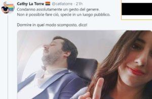 L'avvocato di Carola Rackete scherza sul il dito medio a Salvini
