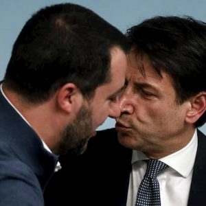 Sondaggio Mes, Italia non capisce ma a naso meglio Giuseppe Conte (41%) che Matteo Salvini (24%)