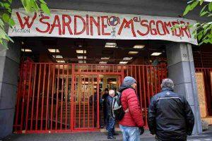 Sardine, prima riunione nazionale allo Spin Time Labs a Roma. E Mattia Santori va in tv a dire che il 25% non gli basta VIDEO