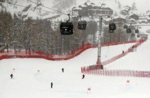 Sci e snowboard, ogni anno oltre 30mila incidenti: il decalogo per limitare i rischi