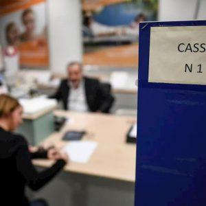 Tassi negativi Bce, le banche presentano il conto ai correntisti: aumentano canoni e spese