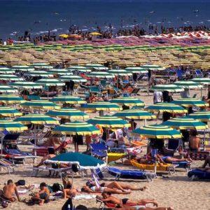 Stabilimenti balneari Rimini, si paga l'Imu anche sull'ombra. Ma al 50%