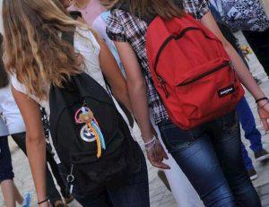 Sassari, studentessa vittima di bullismo tenta suicidio nei bagni della scuola