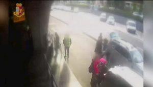 """Fiumicino, il tassista si difende: """"L'ho picchiato ma lui mi ha danneggiato l'auto"""""""