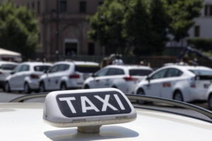 Roma, cliente schiaffeggia tassista: Lei non sa chi sono io