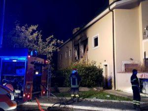 Terni, esplosione in un appartamento: tre ustionati gravi