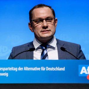 Storia ci sfotte: Tino Chrupalla, ex imbianchino capo estrema destra in Germania