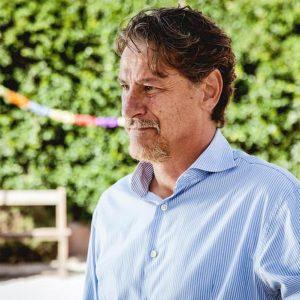 Giorgio Tirabassi torna in tv dopo l'infarto con Liberi tutti, prima serie originale di RaiPlay