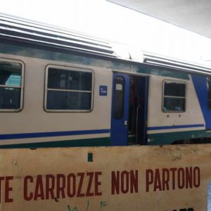 Treni pendolari, le 10 linee peggiori secondo Pendolaria di Legambiente: Circumvesuviana, Roma-Viterbo, Roma-Ostia Lido...