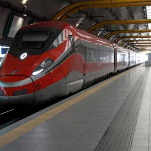 Trenitalia, Trenord e altre 13 linee ferroviarie: non rimborsano pendolari, arrivano super multe