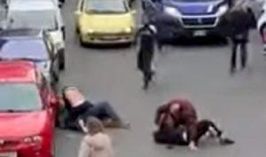 trieste violenta rissa in strada