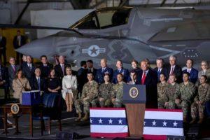 """Trump inaugura la """"Us Space Force"""", i militari dello Spazio"""