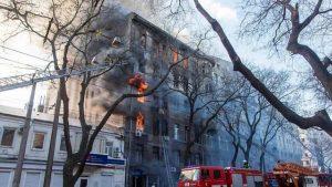 Ucraina, incendio in una scuola a Odessa: uno studente morto, 14 dispersi