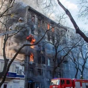 Ucraina, incendio in una scuola a Odessa: uno studente morto, 14 dispersi
