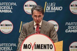 """M5S perde pezzi e senatori. Ugo Grassi passa alla Lega, Di Maio: """"Quanto costi al chilo?"""""""