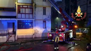 Nettuno, incendio in appartamento nella notte: un uomo trovato carbonizzato nella vasca da bagno