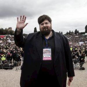 """Mario Adinolfi: """"Celibato ecclesiastico? Copiamo The New Pope, ma non c'è contrapposizione tra i due papi"""""""