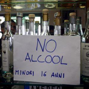 Alcol a 12 anni. Coma etilico e rischio danni permanenti, la sbornia di Capodanno