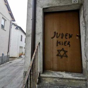"""""""Qui ebrei"""": scritta antisemita sulla porta del figlio di una deportata a Mondovì. Ma era partigiana"""