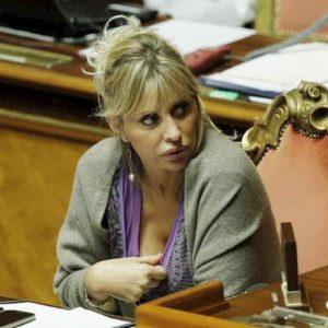 Alessandra Mussolini all'Isola dei Famosi? Avvistamento sospetto vicino agli studi Magnolia...