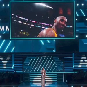 Alicia Keys e il toccante tributo per Kobe Bryant durante i Grammy Awards VIDEO