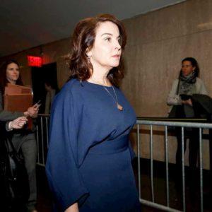 "Annabella Sciorra, prima testimone in aula al processo contro Harwey Weinstein: ""Mi stu**ò a casa mia"""