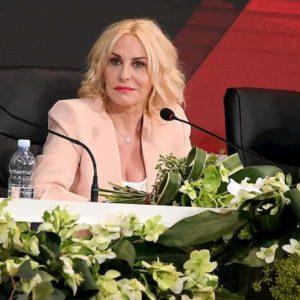 """Antonella Clerici: """"Le polemiche a Sanremo fanno parte del gioco"""". E sul caso Morgan del 2010..."""