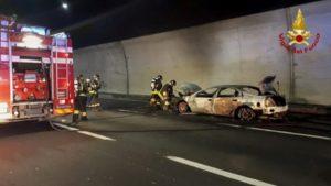 Genova, incidente in corso Europa. Auto prende fuoco, due morti