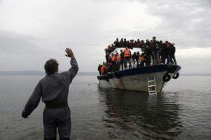 La Grecia costruirà un muro anti-migranti nelle acque dell'Egeo. Una barriera galleggiante di 2,7 km