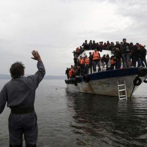 La Grecia costruirà un muro anti-migranti nelle acque dell'Egeo. Una brriera galleggiante di 2,7 km
