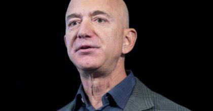 "Khashoggi, Guardian: ""Il cellulare di Jeff Bezos hackerato dal principe saudita MBS"""